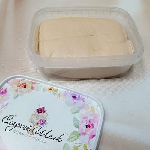 Мастика для торта Сладкий шелк бежевая 0,5 кг